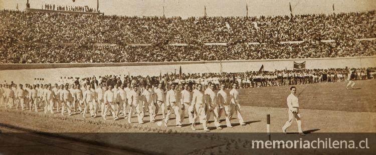 Desfile de los esgrimistas vestidos de blanco, durante la inauguración del Estadio Nacional, en Zig Zag, (s/n): 22, 8 de diciembre, 1938.