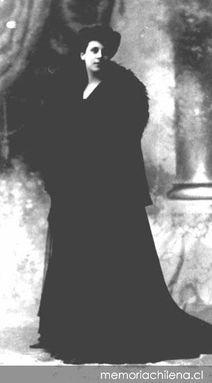 Mujer Vestida De Negro Hacia 1900 Memoria Chilena