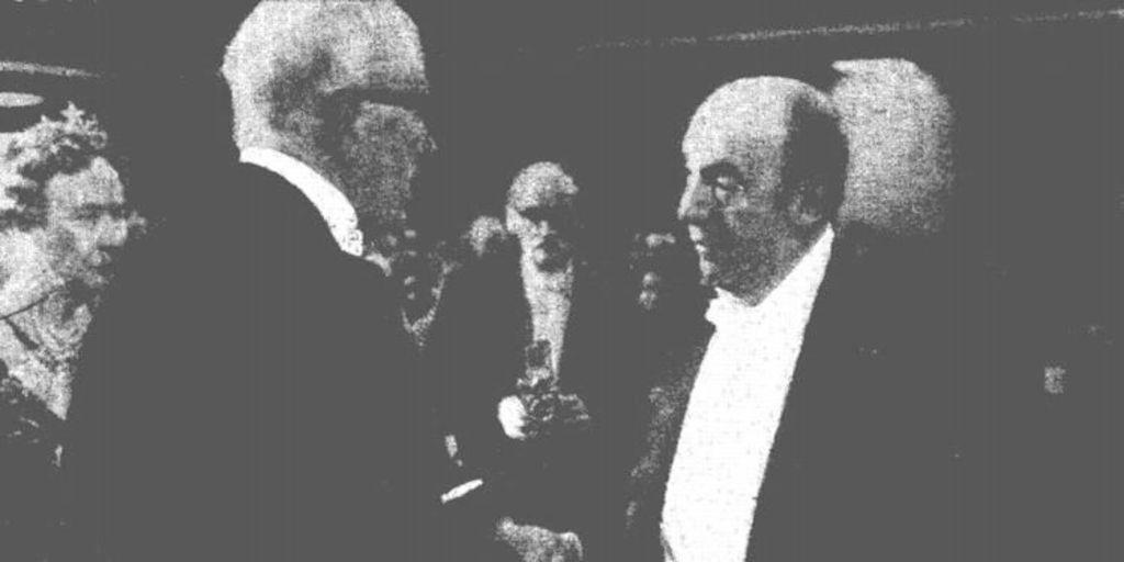 Pablo Neruda recibiendo el Premio Nobel, 1971 - Memoria