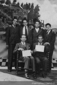 Nicanor Parra y Luis Oyarzún junto a sus compañeros del ...