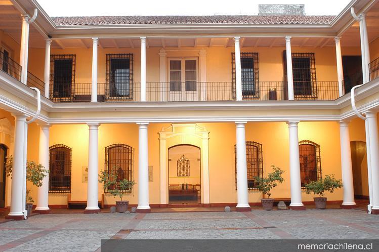 Patio interior del museo hist rico nacional vista desde la puerta de acceso memoria chilena - Ley propiedad horizontal patio interior ...
