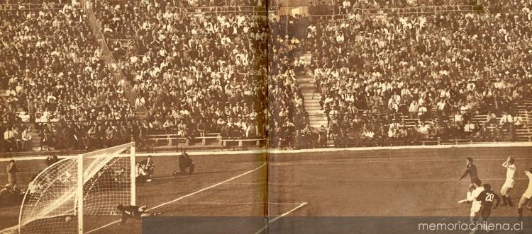 Gol de Eladio rojas, en el partido Chile-Yugoslavia por el 3º lugar, 16 de junio de 1962