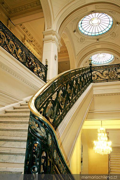 Vista de los vitrales desde escalera de acceso alameda for 1500 salon alameda