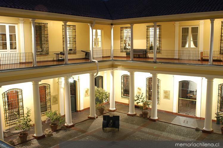 Patio interior del museo hist rico nacional memoria chilena biblioteca nacional de chile - Ley propiedad horizontal patio interior ...