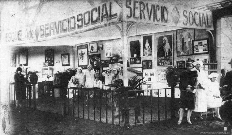 Escuela De Servicio Social En El Cincuentenario Del